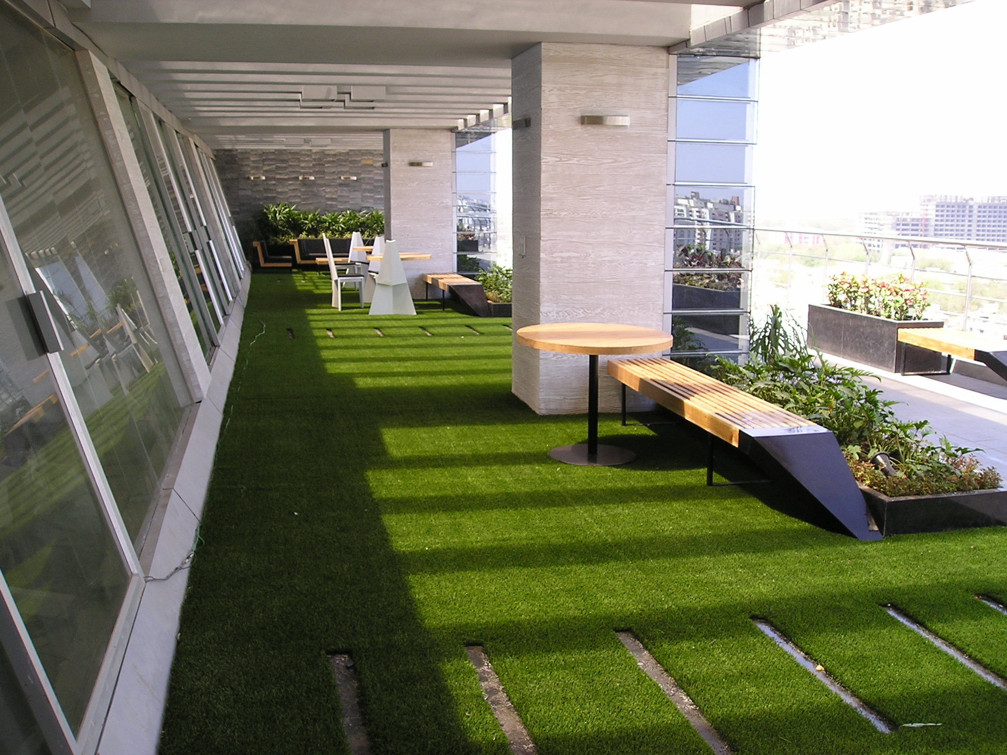 Artificial grass interior exterior solutionsinterior for Terrasse balcon decoration